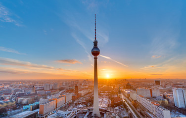 Photo sur Aluminium Berlin Beautiful sunset with the Television Tower at Alexanderplatz in Berlin
