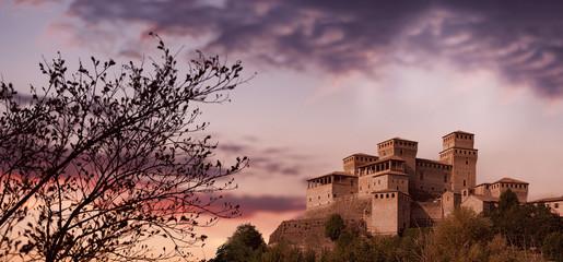 Castello di Torrechiara al tramonto, Langhirano Fototapete