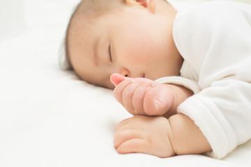 お昼寝している赤ちゃん