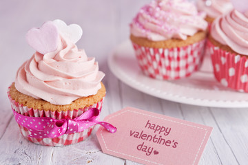 Pink Valentine cupcakes with the words 'Happy Valentine's day'