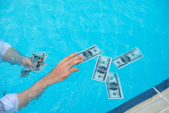 Catching wet banknotes