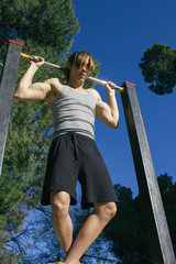 Man doing behind neck pull-up