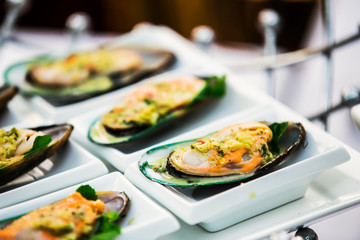 Mussels with spicy garlic and chilli sauce