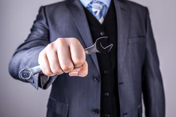 Geschäftsmann Schraubenschlüssel