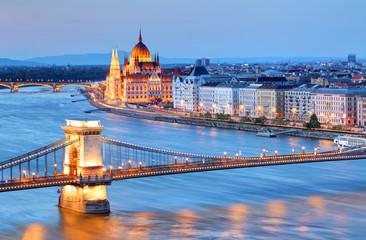 Fond de hotte en verre imprimé Budapest Panorama of Budapest, Hungary, with the Chain Bridge and the Par