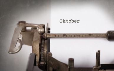 Old typewriter - Oktober