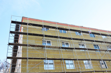 Exterior house wall heat insulation with mineral wool.