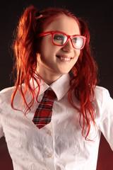 Mädchen mit roter Brille
