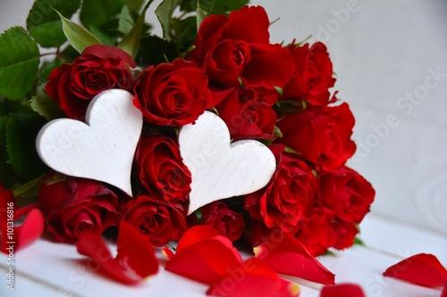 gru karte rote rosen blumenstrau stockfotos und lizenzfreie bilder auf bild. Black Bedroom Furniture Sets. Home Design Ideas