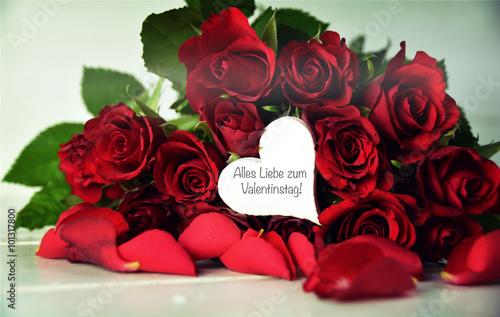 gru karte rote rosen valentinstag stockfotos und lizenzfreie bilder auf. Black Bedroom Furniture Sets. Home Design Ideas