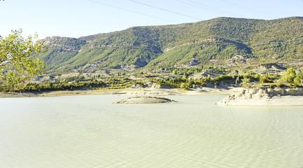 Embalse de Arguis en Huesca, España