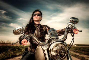 Affiche - Biker girl sitting on motorcycle