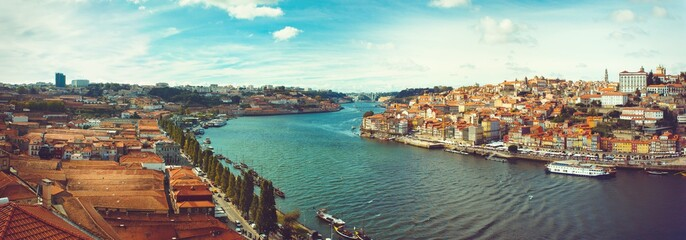 Panoramic of the Douro in Porto.
