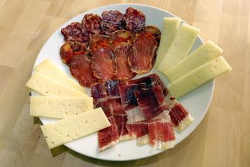 Piatto di prosciutto e formaggio