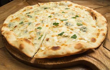 Pizza quattro fromaggi