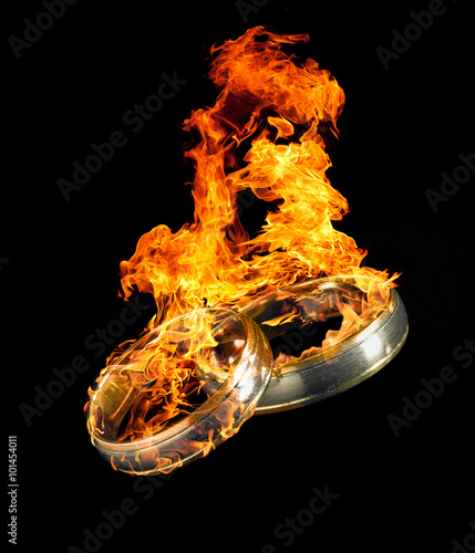 burning wedding rings stockfotos und lizenzfreie bilder auf bild 101454011. Black Bedroom Furniture Sets. Home Design Ideas