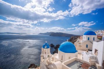 La pose en embrasure Santorini Oia village on Santorini island in Greece