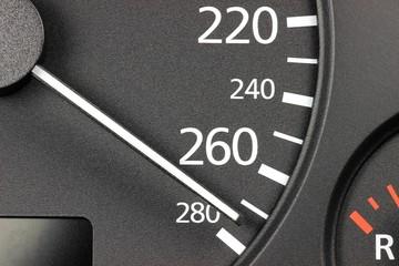 Tachonadel bei Höchstgeschwindigkeit
