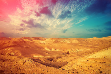Stores à enrouleur Secheresse Mountainous desert with colorful cloudy sky. Judean desert in Israel at sunset