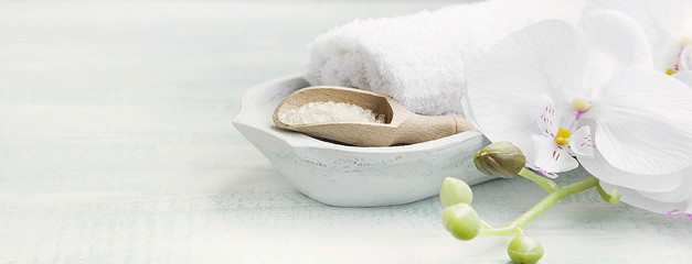 Foto auf Leinwand Spa Spa still life with bath salt