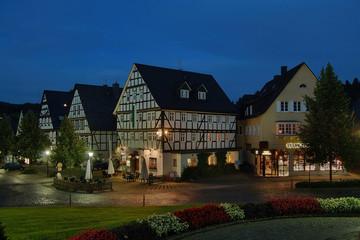 Marktplatz in Hilchenbach zur blauen Stunde