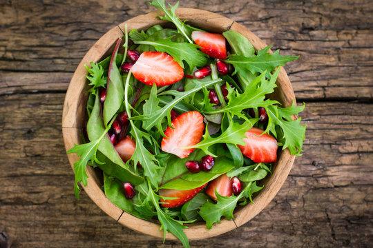 Fresh salad with arugula and strawberries
