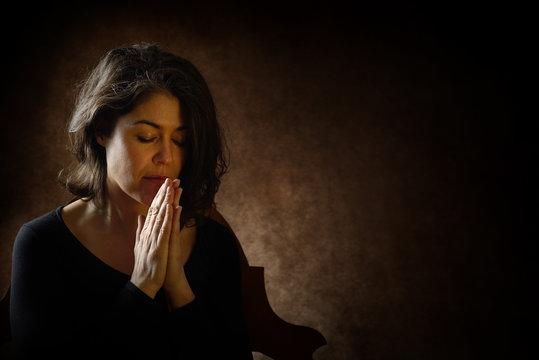 donna in meditazione