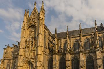 La cathédrale Saint-Étienne est la principale église de Limog