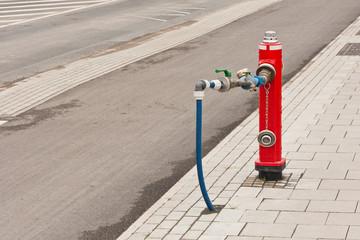 Provisorische Frischwasserversorgung über einen Hydranten