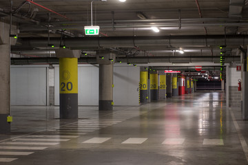 Garage nel centro commerciale