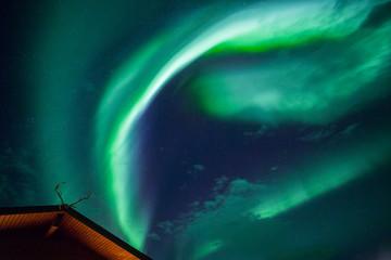Fototapete - Aurora borealis above a cabin