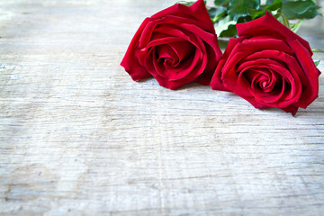Red roses on woonden background. Valentine's Day, anniversary et