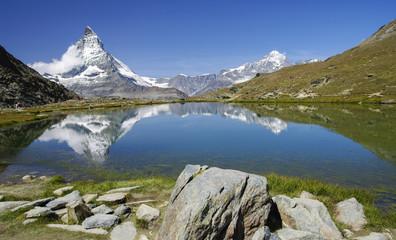 Kulissen der Erdgeschichte - Matterhorn und Weisshorn in der Riffelseespiegelung