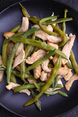 green beans with chicken in black plate