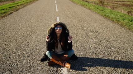 девушки на дороге фото