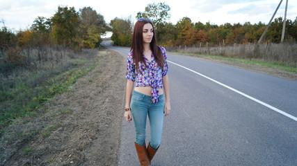 Девушка на дороге фото 700-866