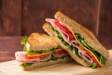 Foto op Plexiglas Snack Sandwich bread tomato, lettuce and yellow cheese