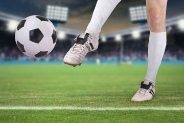 Wall Mural - Fußballer schießt Ball im Stadio