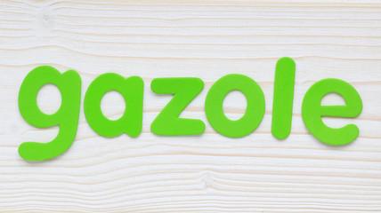 """""""Gazole"""" formé avec des lettres sur bois blanc"""