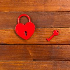 stängt hänglås format som ett hjärta
