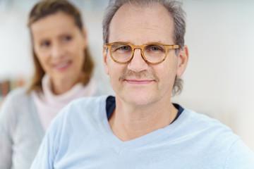 älterer mann mit seiner frau