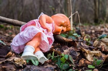 Puppe im Wald