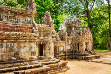 Fototapete - Side view of ancient Thommanon temple in Angkor, Cambodia