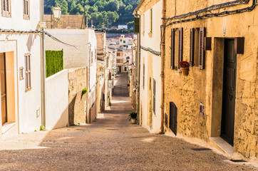 Fototapete - Narrow street in an mediterranean old town