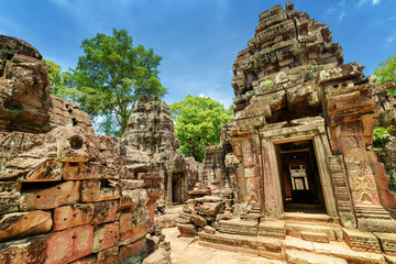Wall Mural - Sanctuary and ruins of ancient Ta Som temple in Angkor, Cambodia