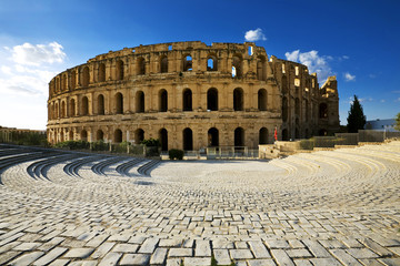 In de dag Tunesië Tunisia. El Jem (ancient Thysdrus). Ruins of the largest colosseum in North Africa