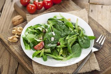 Feldsalat auf Teller