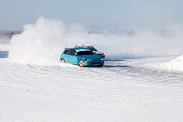 Auto ice racing