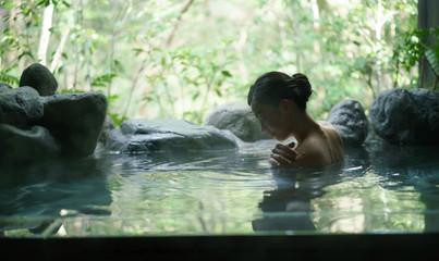 露天風呂・若い女性