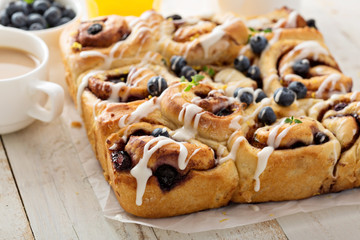 Summer cinnamon buns with blueberry